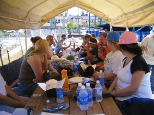 Cobalt Volunteers eating lunch